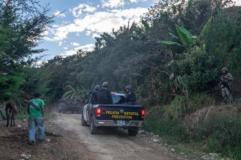 Foto Elementos de la Policía Estatal Preventiva y Ejército en Los Altos de Chiapas. Foto Frayba