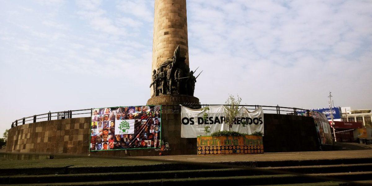 Piden familiares que se restituyan todas las lonas que se quitaron de la Glorieta de las y los Desaparecidos