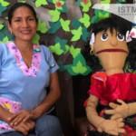Con títeres y cuentos maestra zapoteca reinventa clases a distancia